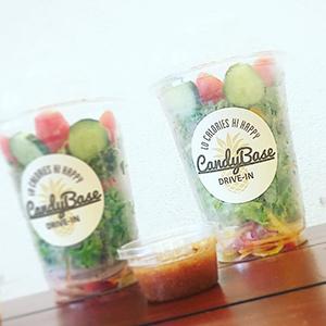 キャンディベースドライブインのサラダはヘルシーでボリュームたっぷり!